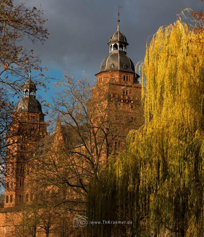 Schloss Johannisburg in der Herbst- Sonne